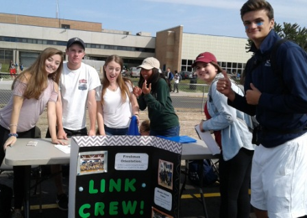 Extravaganza17 link crew sign up table